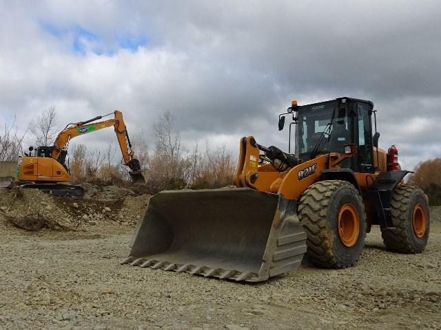 case-821f-wheel-loader-case-cx145csr-excavator-copy