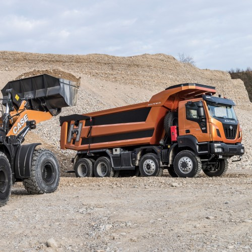 HHD9 with Case Wheel Loader