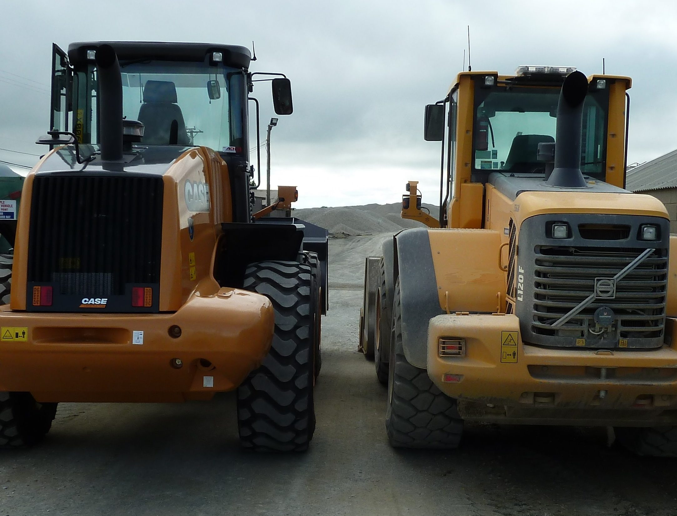 Case holds distinct advantages over CAT, Hyundai & Volvo Loaders